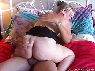 Gorgeous cougar loves to fuck hard cock and...