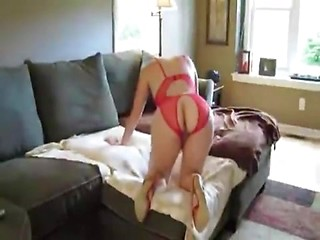 Blonde amateur wife in red lingerie hard...